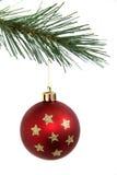 Rote Weihnachtskugel mit Sternen Lizenzfreies Stockbild