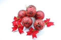 Rote Weihnachtskugeln lizenzfreie stockbilder