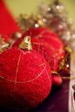 Rote Weihnachtskugeln (Flitter) Stockbilder