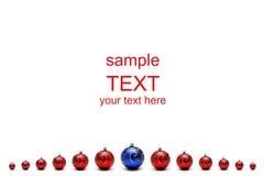 Rote Weihnachtskugeln und -BLAU in der Mitte stockfotografie