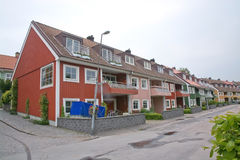 Rote Wohnreihenhäuser Stockbild