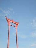 Rote Zentrale des riesigen Schwingens von Bangkok, Thailand Der allgemeine schöne Markstein von Bangkok Lizenzfreies Stockbild