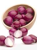 Rote Zwiebel auf weißem Hintergrund Lizenzfreie Stockbilder