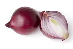 Rote Zwiebeln getrennt auf Weiß mit Ausschnittspfad Lizenzfreies Stockfoto