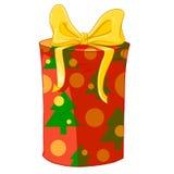 Rote Zylindergeschenkbox mit Weihnachtsbäumen und gelbem Bogen Lizenzfreie Stockfotos