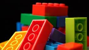 Roteert de kleurrijke plastic aannemer van de lengtemotie achtergrondtextuur stock footage