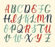 Roteiro latin tirado mão da escova da caligrafia de letras principais em cores do vintage Alfabeto caligráfico Vetor ilustração stock