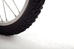 Rotella di bicicletta con la pista fotografia stock libera da diritti