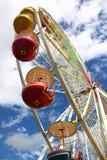 Ruota di Ferris contro il cielo   Immagine Stock