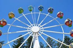 Rotella di Ferris contro un cielo blu Immagine Stock Libera da Diritti