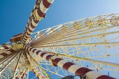 Rotella di Ferris su cielo blu Immagine Stock Libera da Diritti