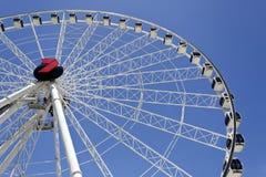 Rotella di Ferris sulla priorità bassa del cielo blu Immagini Stock Libere da Diritti