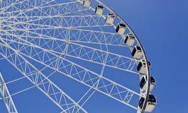 Rotella di Ferris sulla priorità bassa del cielo blu Fotografia Stock Libera da Diritti