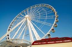 Rotella di Ferris turistica di osservazione Fotografie Stock Libere da Diritti