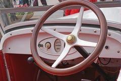 Rotella di legno di vecchia automobile Fotografia Stock
