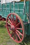 Rotella di vagone rossa Immagine Stock