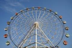 Rotella e cielo blu di Ferris Immagini Stock Libere da Diritti