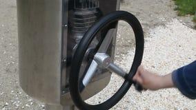 rotella interna del trasporto della direzione dell'automobile video d archivio