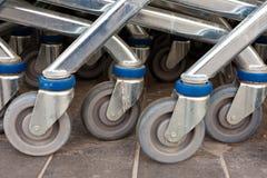 Rotelle dei carrelli di acquisto del metallo Fotografia Stock