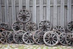 Rotelle di legno del carrello Fotografia Stock