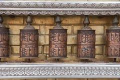 Rotelle di preghiera con il mantra di Chenrezig, Nepal Immagini Stock Libere da Diritti