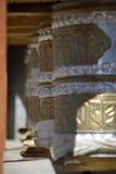 Rotelle di preghiera da parte Wanla Gompa, Ladakh Immagini Stock Libere da Diritti