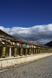 Rotelle di preghiera e bandierine, Shangrila, Yunnan Immagini Stock