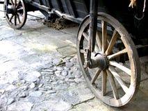 Rotelle di vagone antiche fotografie stock libere da diritti