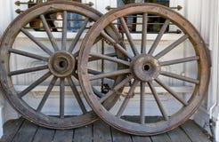 Rotelle di vettura occidentali della fase Fotografie Stock Libere da Diritti