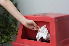 Roter Abfallkasten Lizenzfreies Stockfoto