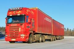 Roter Anhänger-LKW Scanias R500 halb Lizenzfreie Stockfotos