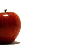 Roter Apfel auf der Seite lizenzfreie stockfotografie