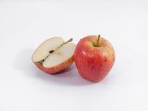 Roter Apfel auf Isolat stockbilder