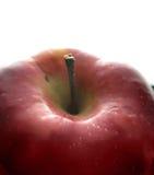 Roter Apfel auf Schwarzem - Makro stockfotografie