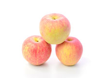 Roter Apfel auf weißem Hintergrund Stockbild