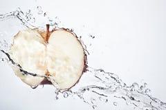 Roter Apfel der neuen Spalte Unterwasser Lizenzfreie Stockbilder