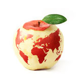 roter Apfel mit der roten Weltkarte, lokalisiert auf weißem Hintergrund Lizenzfreies Stockfoto
