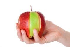 Roter Apfel mit grüner Scheibe Stockbilder