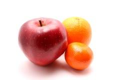 Roter Apfel, Orange und Mandarine Stockbilder