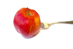 Roter Apfelbruch auf einer Gabel. stockbild