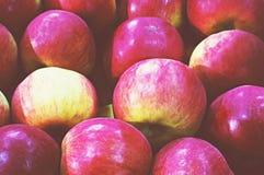 Roter Apfelhintergrund am Abteilungsspeicher Lizenzfreies Stockfoto