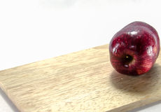 Roter Apfelweißhintergrund Stockbilder