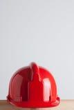 Roter Aufbausturzhelm Stockfotografie