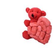 Roter Bär mit einem handgemachten Schaum-Herzen gespitzt Stockbild