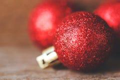 Roter Ball der Nahaufnahme Weihnachts lizenzfreie stockfotos