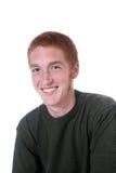 Roter behaarter Junge mit Freckles und einem Lächeln Stockbild