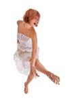 Roter behaarter Tänzer auf Weiß stockfoto