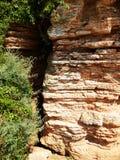 Roter Berg und schöne Felsspitzenlandschaft lizenzfreie stockfotos