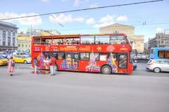 Roter Besichtigungsbus Stockbilder
