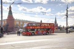 Roter Besichtigungsbus Stockfoto